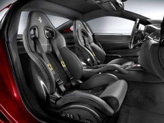 Position de conduite avec siège baquet Ferrari