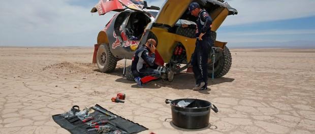 Dakar 2015 etape 9 : Peterhansel en panne.