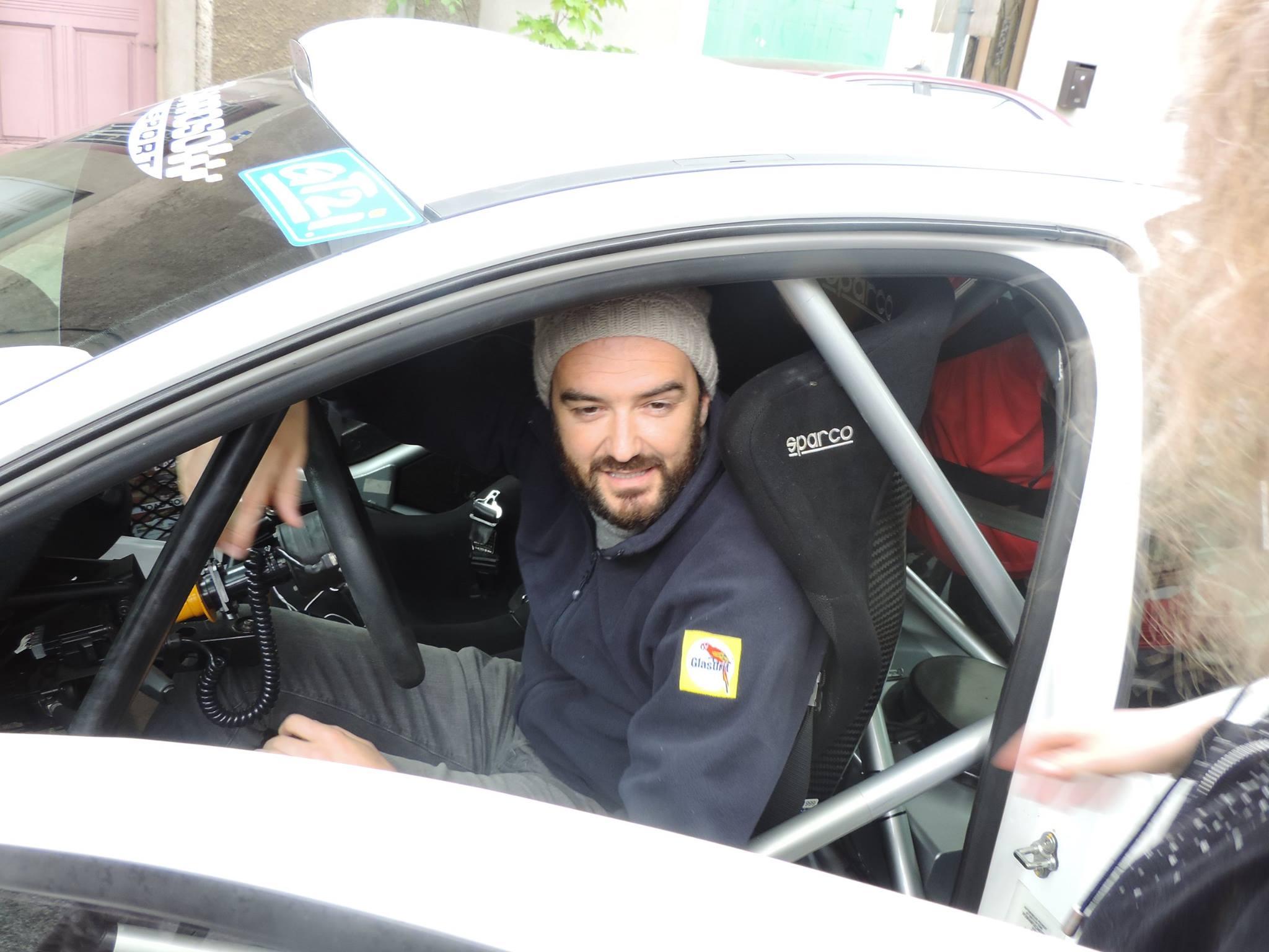 Course de pilote de voiture sexy