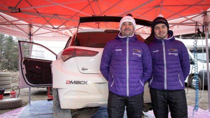 Jordan Berfa (à droite) et Damien Augustin (à gauche) préparent le Terre des Causses. Photo (c) : A Segaud.