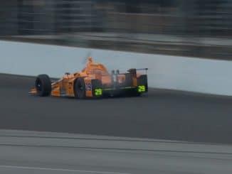 Alonso tue deux oiseaux en Indy