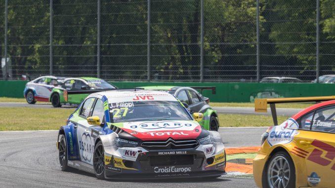 Photo 2 : Lors de la course 2, Filippi a tout donné pour arriver à bout de l'infatigable Tom Coronel.