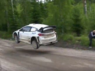 Crash Ogier lors des tests en Finlande