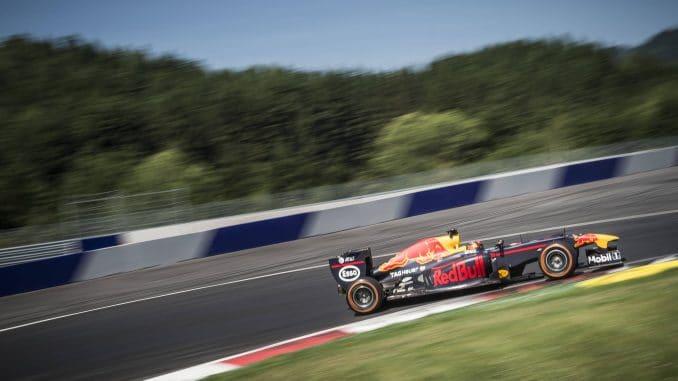 Sébastien Ogier pilote une F1