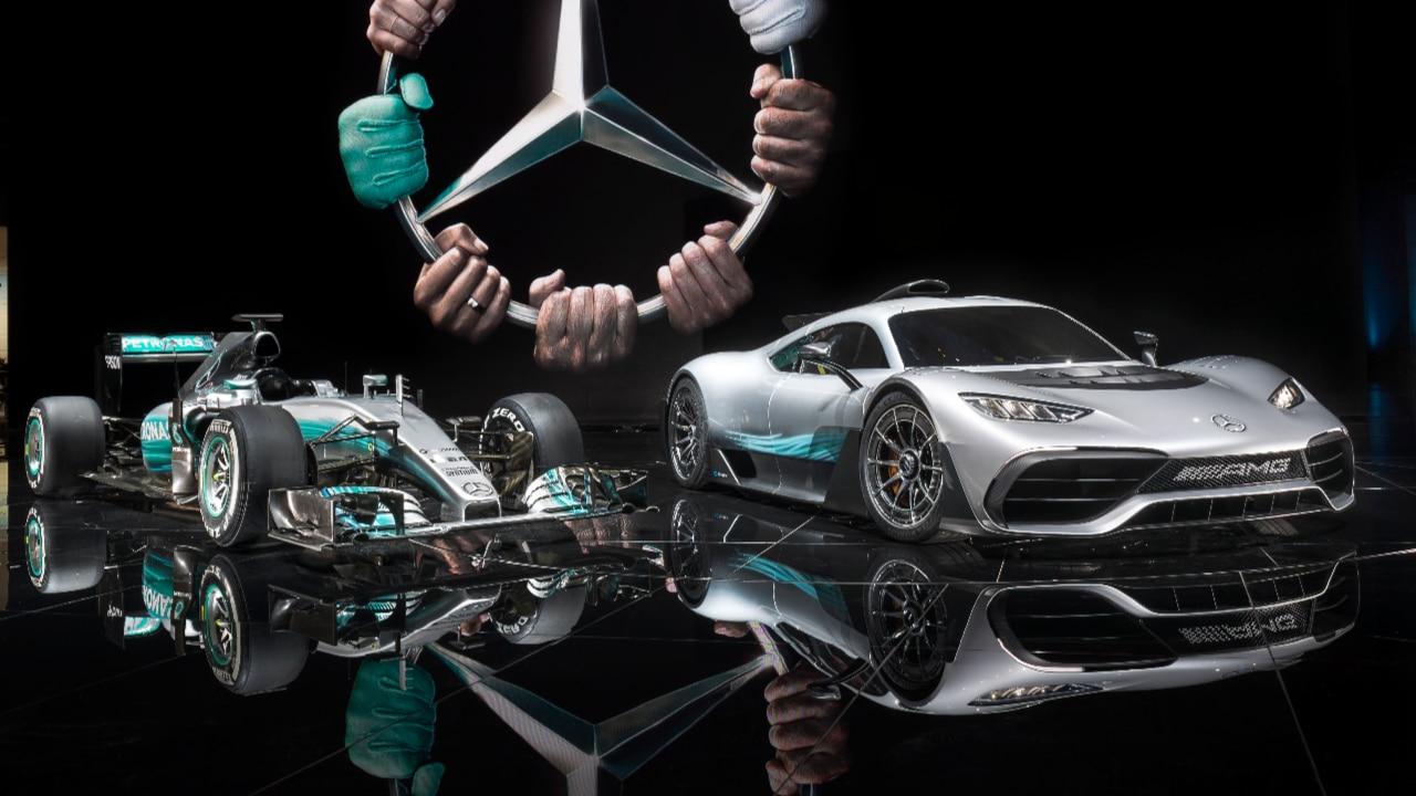 Mercedes projet one la f1 de route pilote de course for Mercedes salon