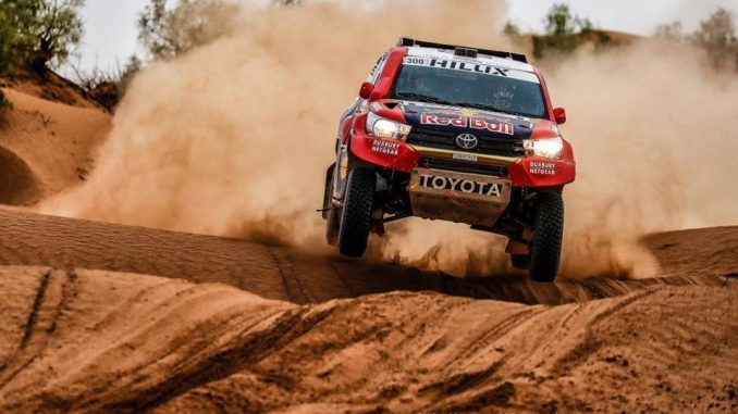 Calendrier Rallye-Raid et TT 2018 Nasser Al-Attiyah et son nouveau Toyota Hilux prêts pour le Dakar 2018