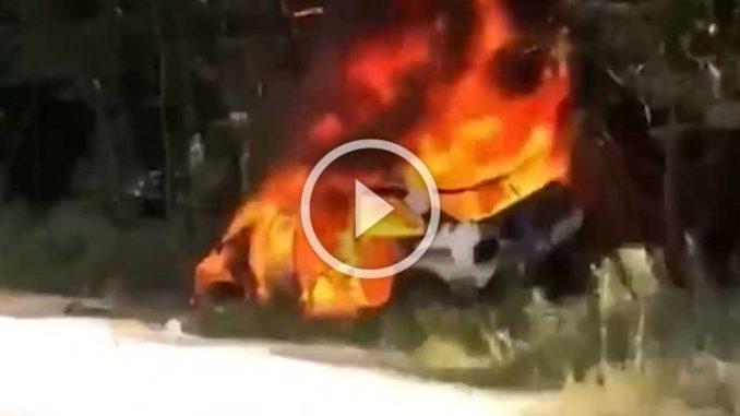 Ken Block en tonneau et sa Ford Escort en feu
