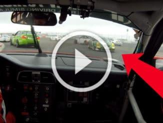 Une femme et une Porsche GT3 énervées