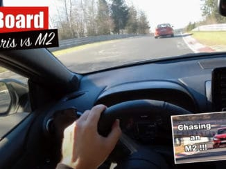 une Toyota GR Yaris chasse une BMW M2